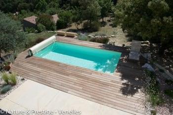 Nature et Prestige, constructeur de piscine et paysagiste sur Aix en Provence et Pertuis, réalise et intègre votre piscine béton à votre jardin