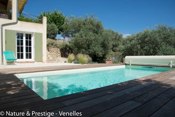 Constructeur de piscine et paysagiste sur Aix en Provence et Pertuis, Nature et Prestige intègre votre piscine béton à votre jardin